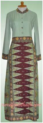 gamis dengan batik tumpal sarung