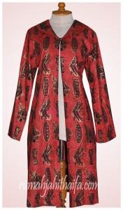 long jaket batik merah Ibu Lela Abdul Karim